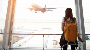 Plecak do samolotu, jakie wymogi powinien spełniać