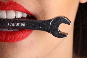 Ile kosztuje implant zębowy, czy warto?