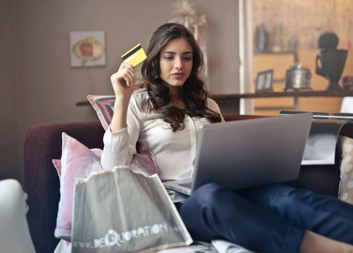 Zakupy online – najbardziej opłaca się kupować buty i ubrania