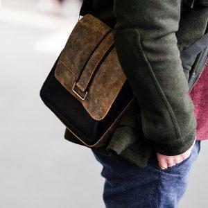 Saszetka męska na ramię – gdzie kupić?