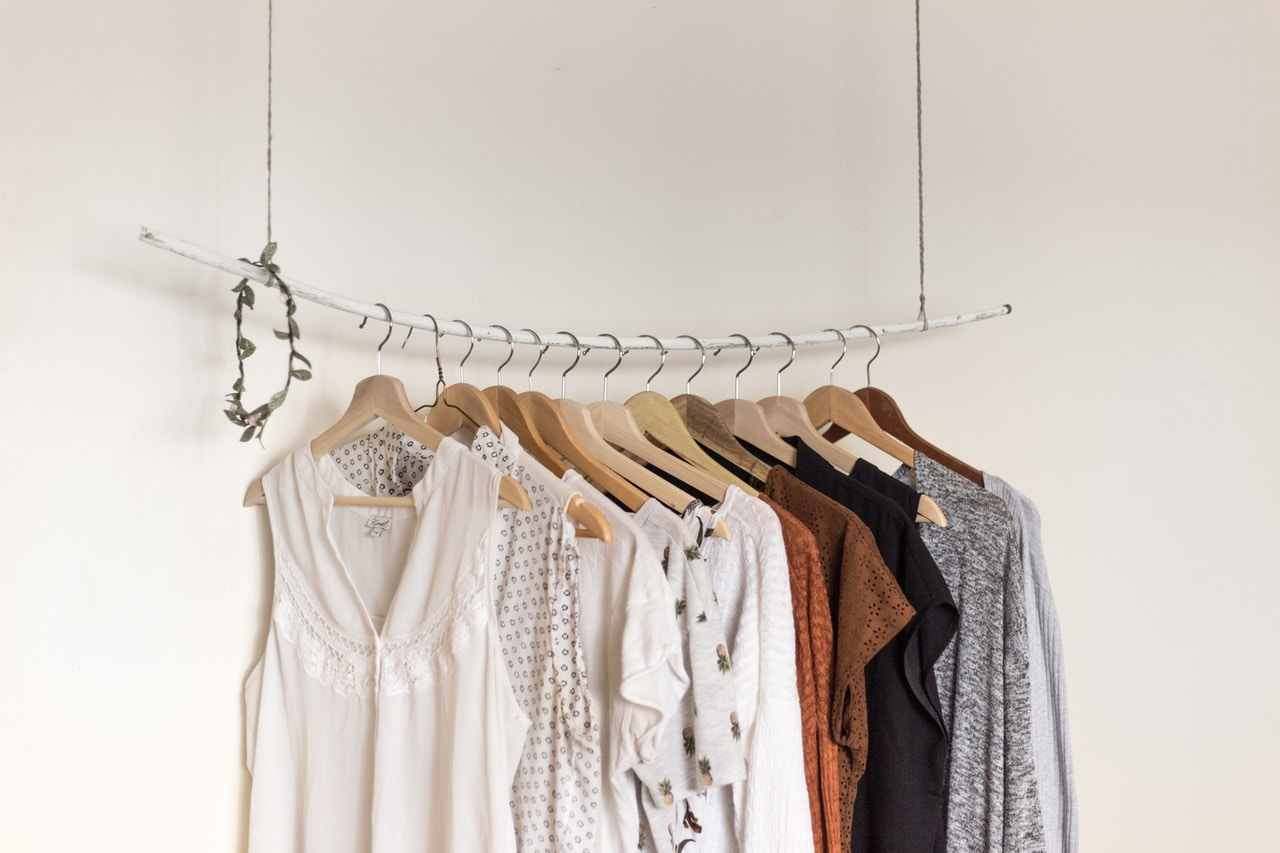 Bluzki na imprezę: co założyć, żeby wyglądać modnie i czuć się komfortowo?
