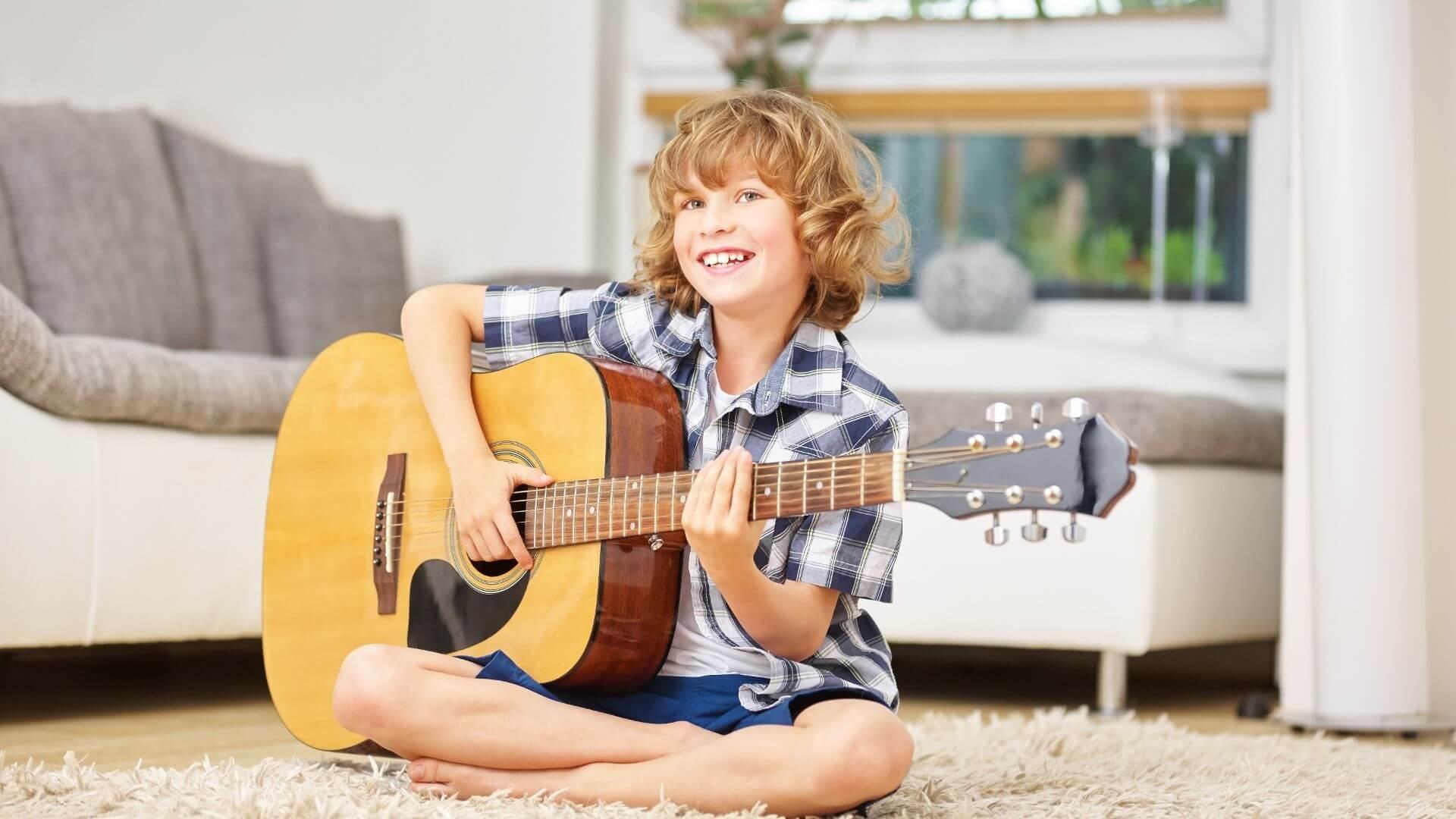 Sposób na lato pełne wrażeń: obóz gitarowy!