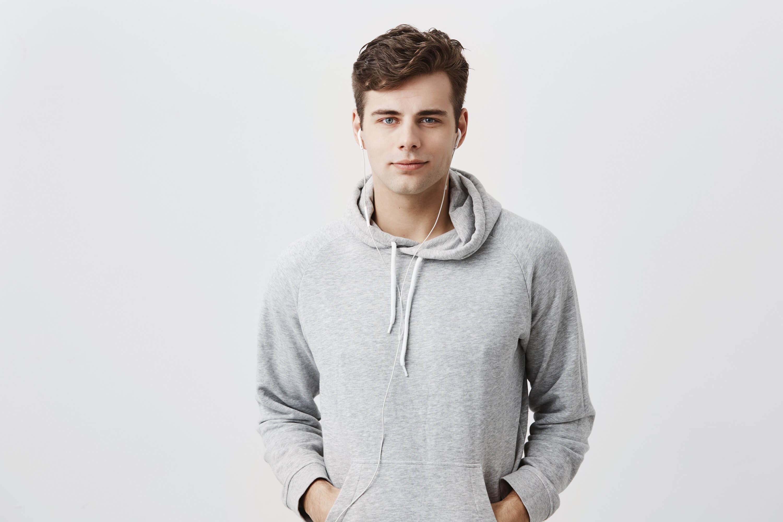 Bestsellerowe bluzy dresowe męskie – wybieramy stylowe modele na home office i nie tylko!