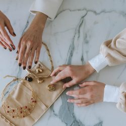 Jaki naszyjnik dla kobiet na prezent urodzinowy?
